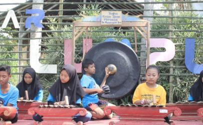 Pasar Lumpur Tanoker: Wisata pangan sehat di Ledokombo